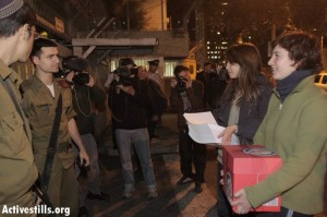 Raz & Omer deliver the letters to the Army Headquarters